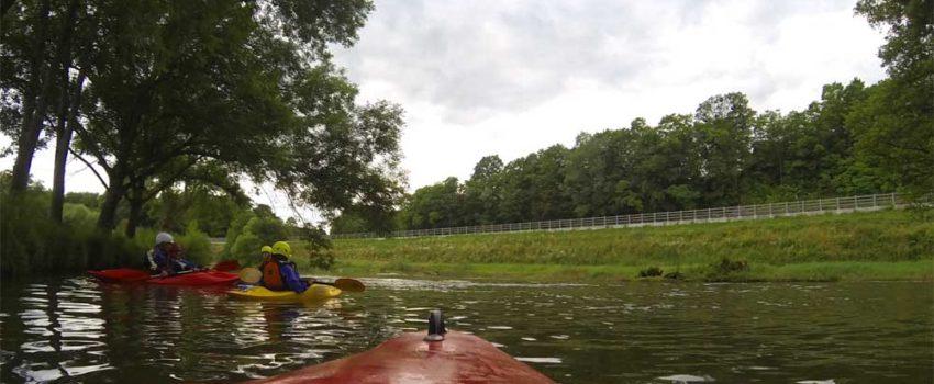 Wildwasserfahrt in Frankreich: Mit dem Kajak auf der Saar